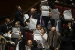 Jobs act, ok della Camera tra le tensioni: si spacca il Pd