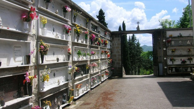 Cimitero, erice, truffa loculi, Trapani, Cronaca