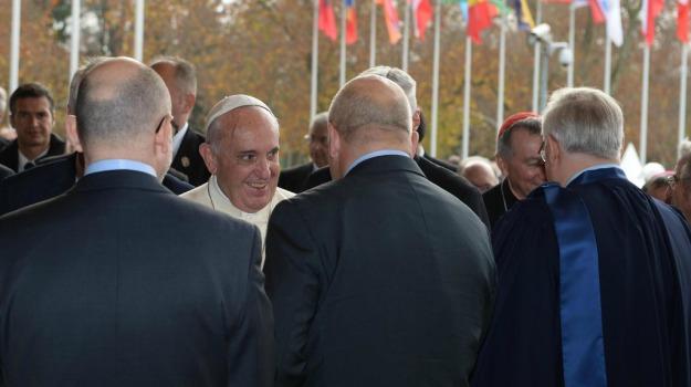 papa, Parlamento europeo, Strasburgo, Papa Francesco, Sicilia, La chiesa di Francesco, Mondo