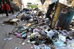 A Napoli vietato rovistare nei cassonetti e vendere rifiuti