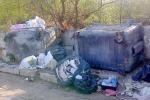 Palermo e le discariche perenni, strada invasa dai rifiuti vicino alla via Lanza di Scalea