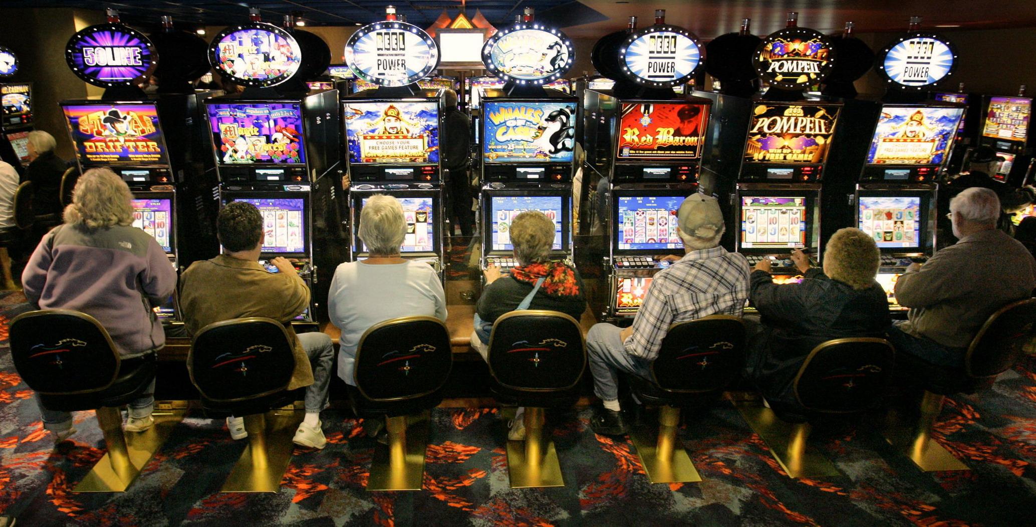 Risultati immagini per giocatori d'azzardo