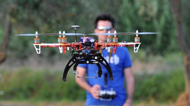 Drone, Sicilia, Società
