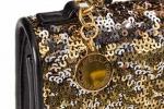 Accessori in oro, glitter e paillettes: il look per salutare il nuovo anno