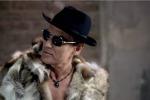 Ligabue in pelliccia nel nuovo video, pace fatta con gli animalisti