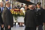 Santa Croce si ferma per l'addio a Loris - Le foto
