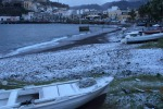 Eolie isolate, la neve imbianca anche le spiagge - Video