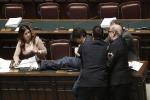 Legge di stabilità, bagarre alla Camera: espulsi nuovi parlamentari del Movimento 5 Stelle
