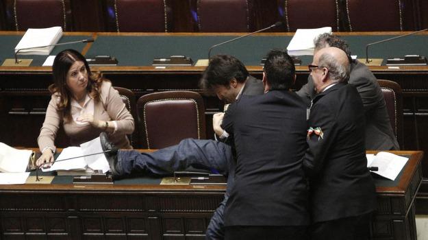 Legge di stabilit bagarre alla camera espulsi nuovi for Parlamentari 5 stelle elenco