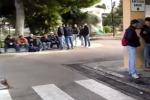 """Nuova protesta dei lavoratori Eni a Gela: """"Siamo senza prospettive"""" - Video"""