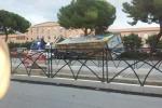 Tir contro i pali e gli alberi di viale Regione Siciliana a Palermo: traffico in tilt - Foto