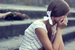 Ti senti triste? Ecco gli 8 pensieri che ci portano ad essere degli infelici cronici