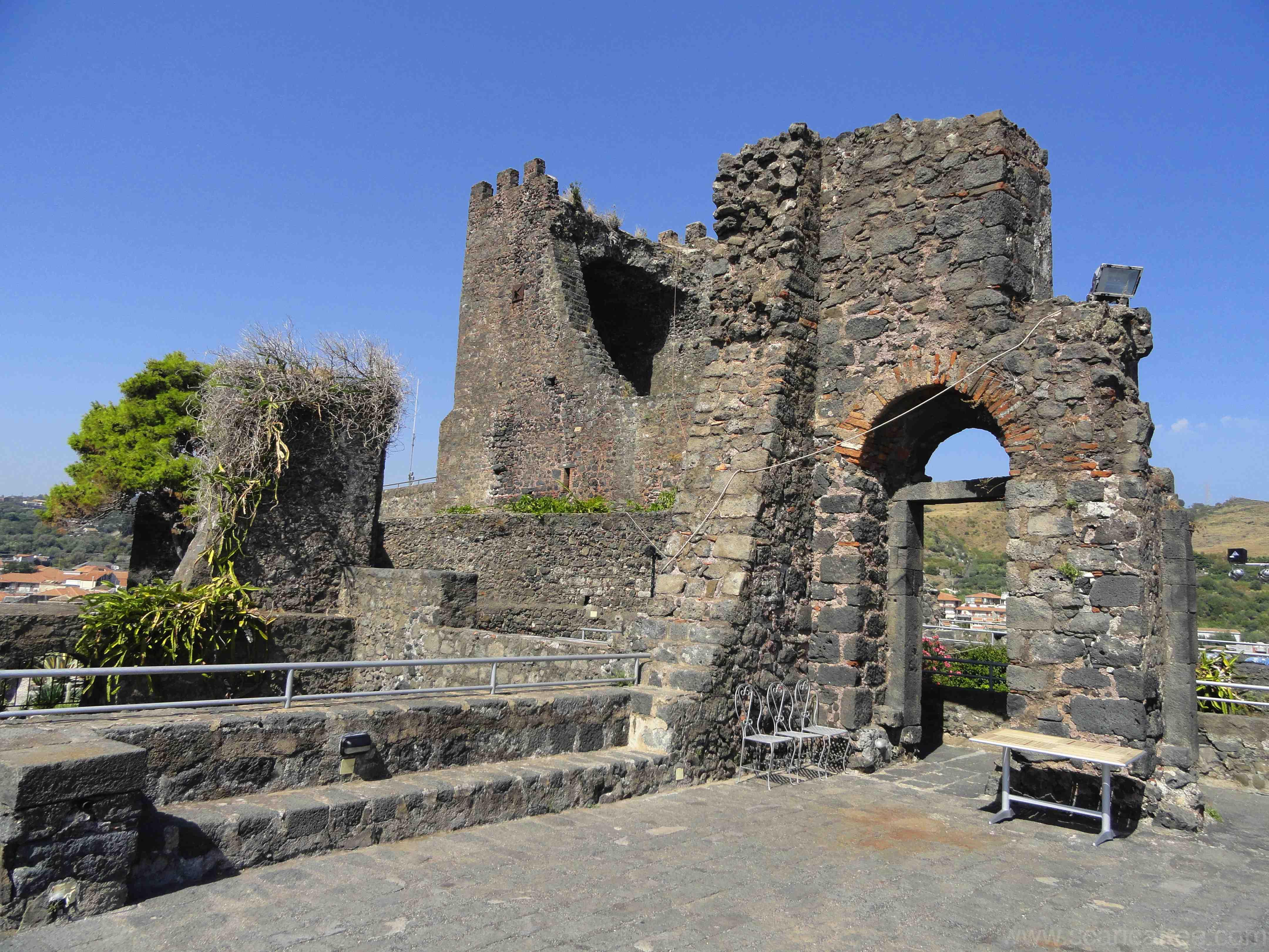 Aci Castello, la guerra della tassa di soggiorno - Giornale di Sicilia