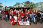 In bici vestiti da Babbo Natale, così si fa festa a Linguaglossa - Foto