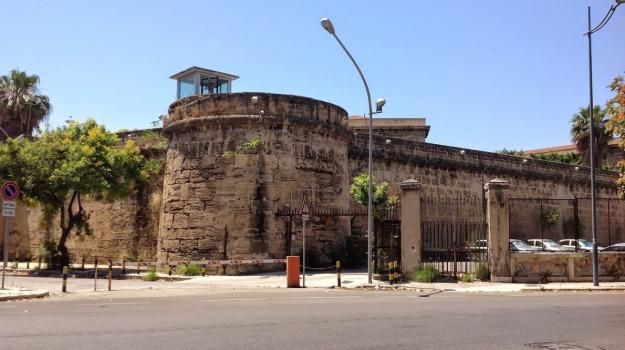 detenuto appicca fuoco ucciardone, Palermo, Cronaca