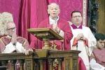 """Cattedrale, Costanzo esorta i fedeli: """"Non dovete vivere per apparire"""""""