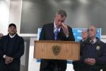 Violenze a New York, un altro agente aggredito: polizia in rivolta contro il sindaco De Blasio