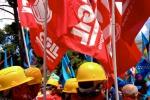 Crisi dei cantieri, protesta degli edili davanti alla Regione