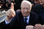 Tunisia, il premier Essid sfiduciato: si va verso governo di unità nazionale