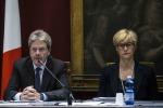 """Marò, il ministro Gentiloni: """"Urgente richiamare l'ambasciatore"""""""
