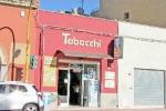 I ladri giù dal tetto: svaligiata una tabaccheria a Marsala
