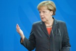 """La Merkel bacchetta l'Italia: """"Le riforme non bastano"""""""