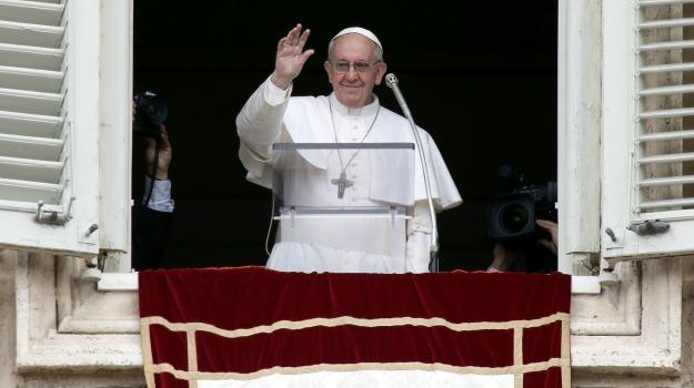 accoglienza, angelus, chiesaa, europa, migranti, Papa Francesco, Sicilia, Cronaca