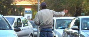 Minaccia un automobilista, parcheggiatore abusivo arrestato a Palermo