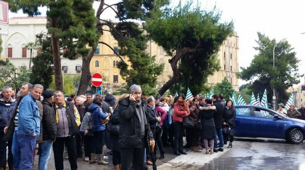lsu, precari, protesta, regione, stabilizzazioni, Sicilia, Politica
