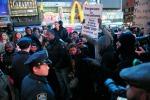 Lunga notte di proteste negli Stati Uniti contro il razzismo: in piazza da New York a Los Angeles