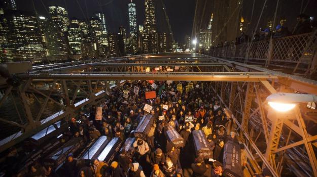 Brooklyn, corteo, polizia, protesta, razzismo, Stati Uniti, Sicilia, Mondo