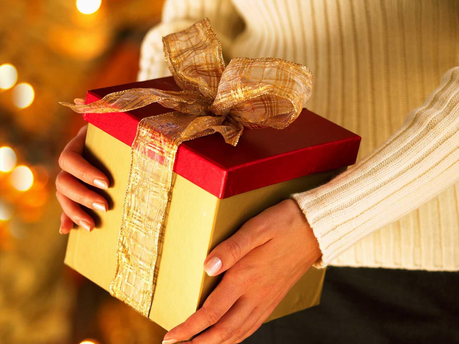 Regali Di Natale Amici.Regali Di Natale Budget Di 300 Euro Tagli Ai Regali Di