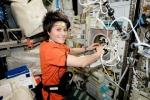 Il diario di Samantha: l'astronauta festeggia il primo mese in orbita