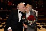 Amore senza tempo, si ritrovano dopo 70 anni su Facebook e si sposano - Foto