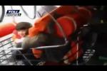 Traghetto in fiamme, bambini salvati: ecco il video