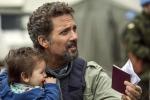 """""""L'angelo di Sarajevo"""", quando l'amore per una bimba supera i confini della guerra: Beppe Fiorello torna in tv - Foto"""