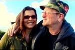 Chiede alla sua fidanzata di sposarlo con l'aiuto di... Bono - Video
