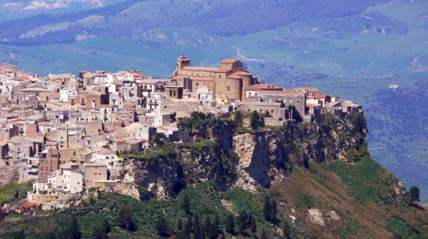 albergo diffuso, territorio, turismo, Enna, Economia