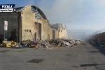 In fiamme l'ex Frigogel di Messina, nube di fumo su parte della città - Video