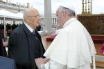 """Napolitano scrive al Papa: """"Insieme nella lotta alla corruzione"""""""