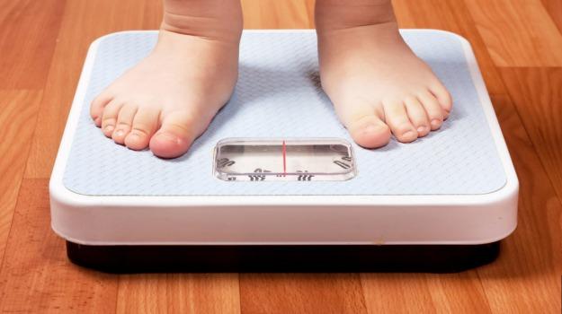 bambini sovrappeso, obesità infantile, Sicilia, Società