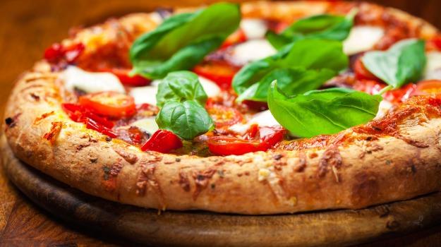 giappone, Pizza, Sicilia, Società