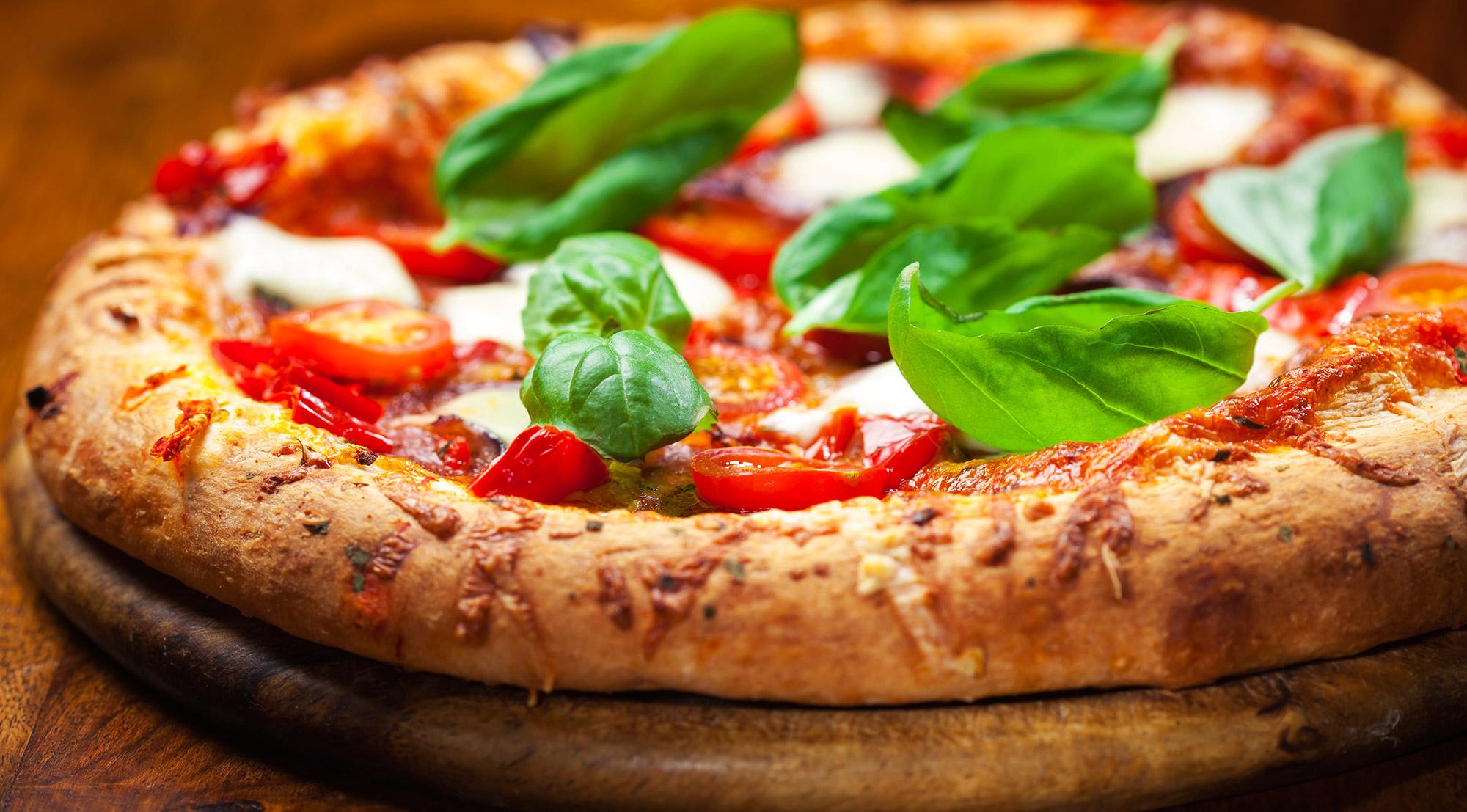 Risultati immagini per pizza napoletana