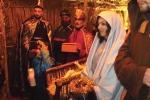 Presepe vivente a Prizzi, boom di visitatori per i Re Magi a cavallo