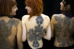 Il tatuaggio effetto pizzo entra nell'alta moda