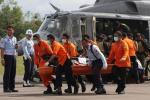 Aereo malese, trovate due grandi parti in mare: le vittime sono 30