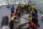 Aereo malese: trovati altri morti in mare, si cercano le scatole nere