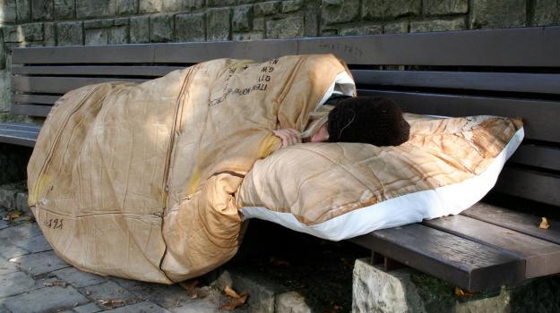 Atene, docce, governo, Grecia, senzatetto, Sicilia, Mondo