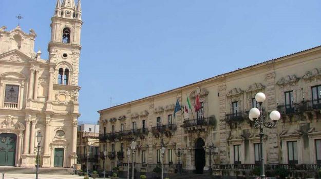 acireale, lavori pubblici, palasport, Catania, Economia