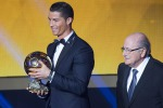 Neuer e Messi si inchinano a Cristiano Ronaldo, il pallone d'oro è suo